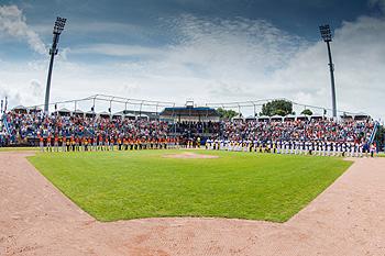 Het Pim Mulierstadion tijdens de 27e editie van de Haarlemse Honkbalweek.