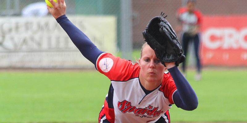 Winnend pitcher Kirsten Scheele.