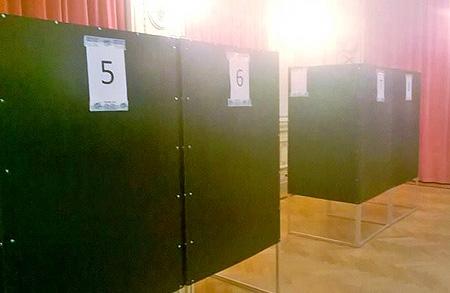 Stemhokjes voor de verkiezing voor een nieuwe voorzitter.