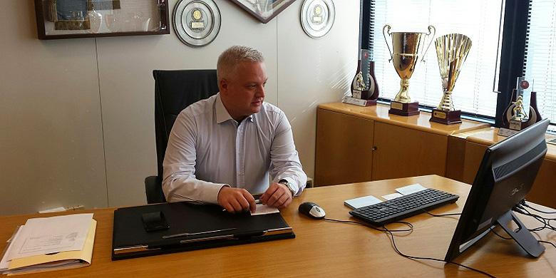 De nieuwe bondsvoorzitter Andrea Marcon tijdens zijn eerste week op het hoofkantoor van de FIBS.