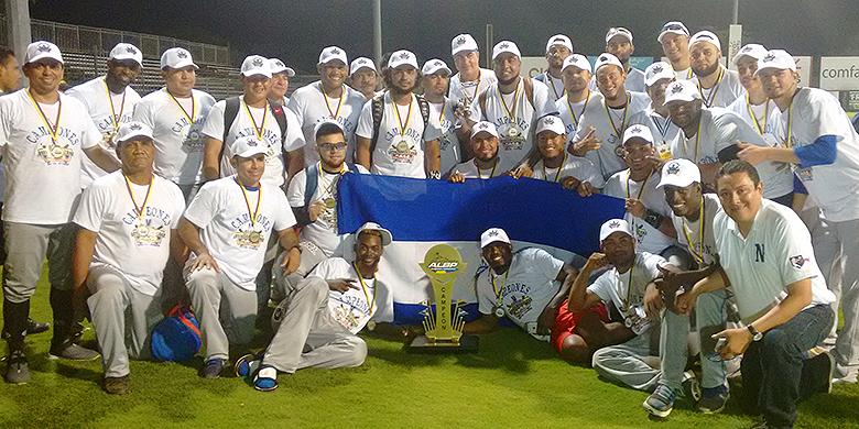 Yurendell de Caster, Dashenko Ricardo en Curt Smith werden afgelopen januari met Tigres de Chinandega winnaar van de Serie Latinoamericana.