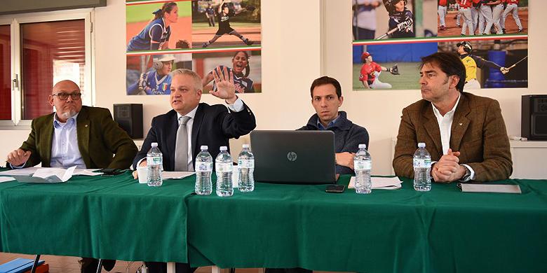 Bondsvoorzitter Andrea Marcon met zijn vice-voorzitters Vincenzo Mignola (links) en Fabrizio Di Robbio (rechts).