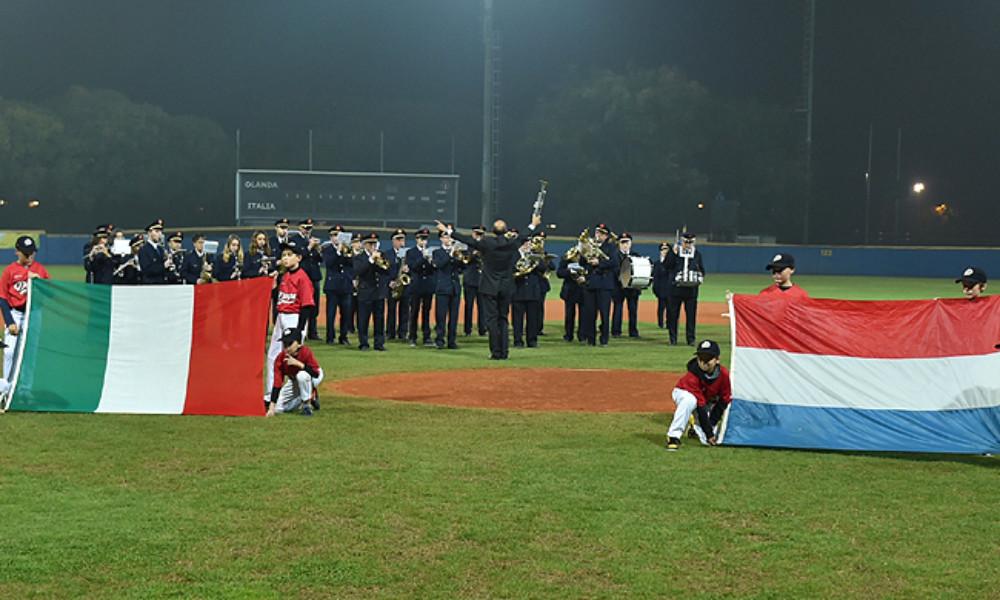 Openingsceremonie voorafgaand aan de eerste wedstrijd in Verona.