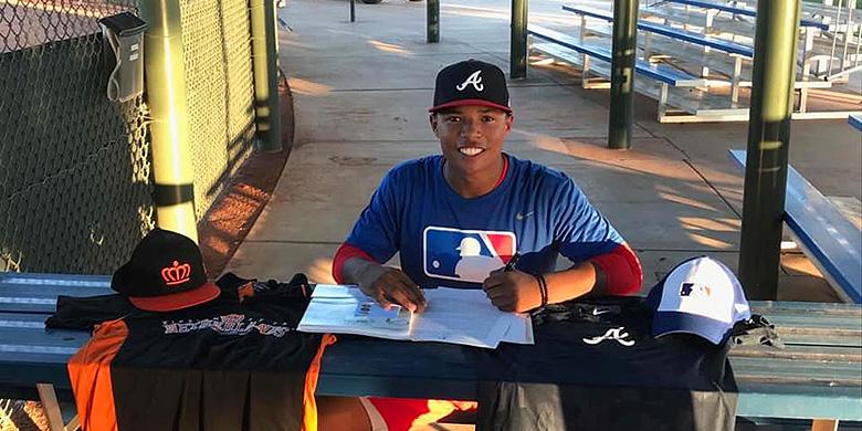 Denzel Bryson tekende in Phoenix zijn profcontract.