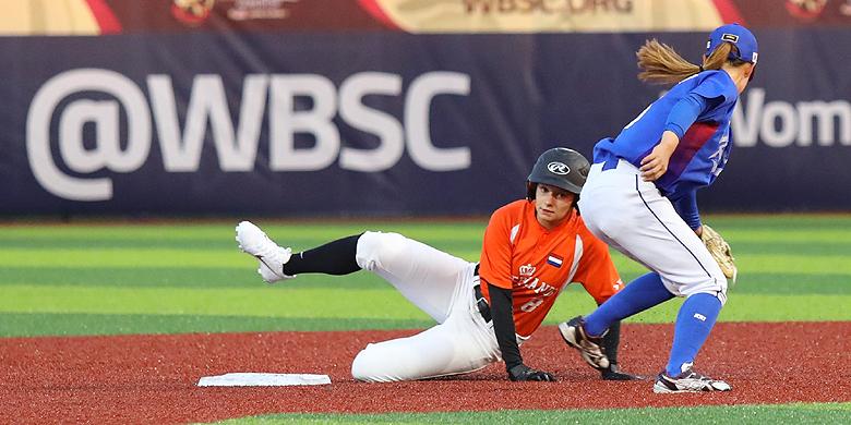 Winke Verdick in actie voor Nederland tijdens de wedstrijd tegen Zuid-Korea op het WK van dit jaar.