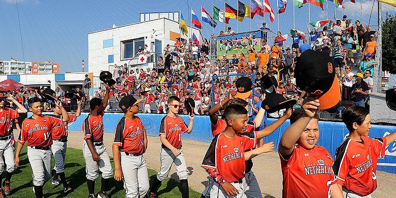 Nederland is het EK gestart met twee overwinningen.