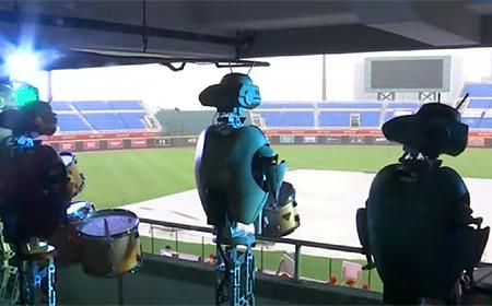 De robots zorgen zelfs voor het herkenbare getrommel.
