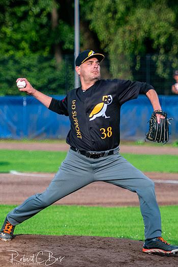 Pitcher Rob Cordemans in actie voor L&D Amsterdam.
