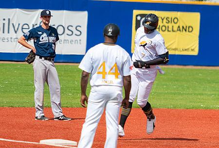 Kalian Sams sloeg een homerun in de zesde inning.